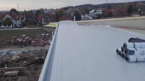 Lapostető , magastető csapadékvíz elleni szigetelés Budakeszi Kerekmező Iskola tornaterem